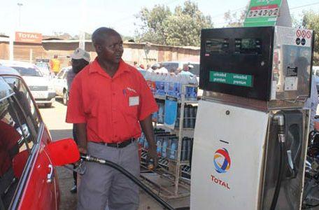 Il prezzo della benzina in Kenya torna sotto i 100 scellini
